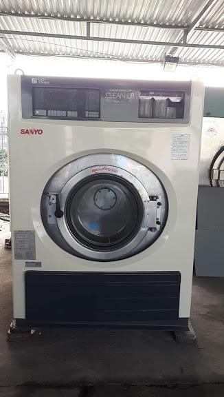 Máy giặt công nghiệp 35kg hiệu sanyo giảm chấn